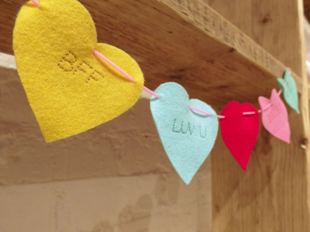 easy-felt-heart-garland